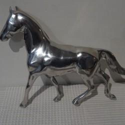 Cheval en aluminium